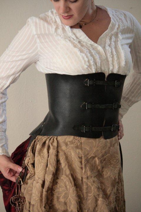 6 leather corset