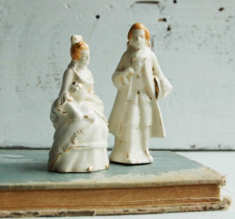 vintageporcelainfigurinesweddingcaketopper
